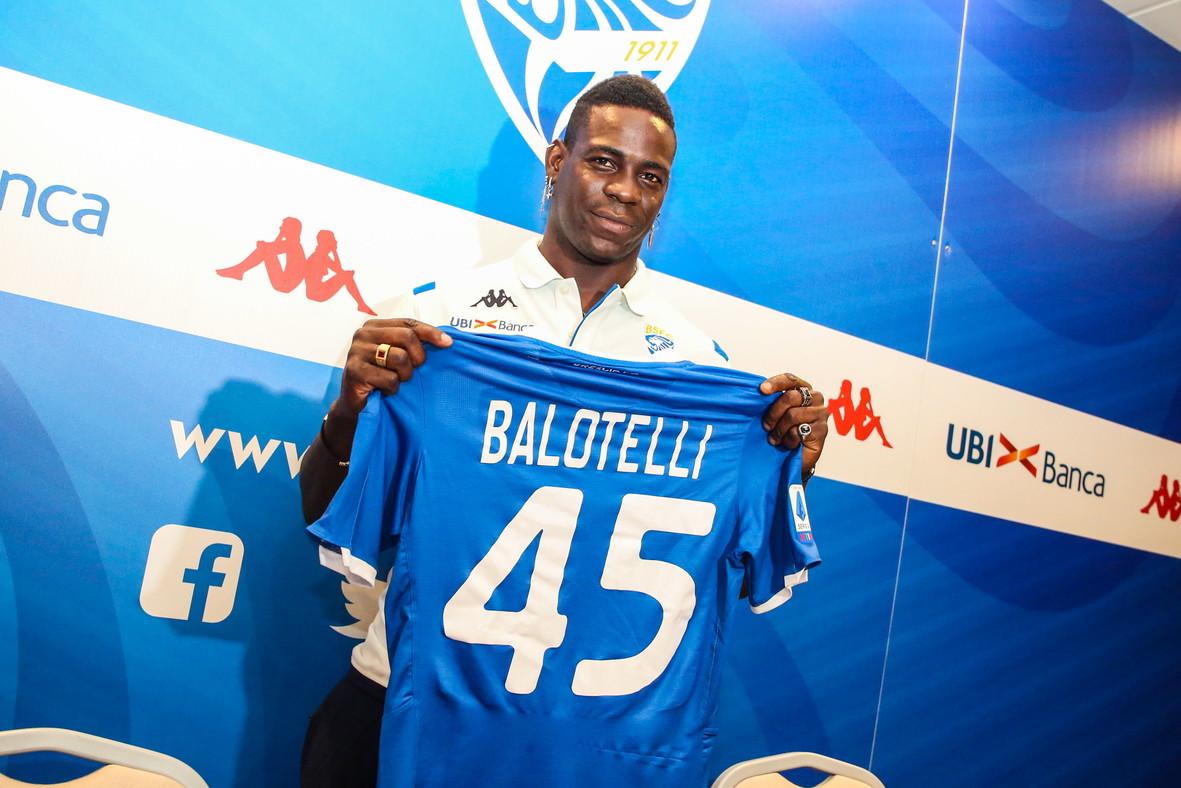 """A Brescia è il giorno di Balotelli. SuperMario torna in Italia dopo tre anni e ha le idee chiare sulla sua nuova avventura in Serie A. """"E&..."""