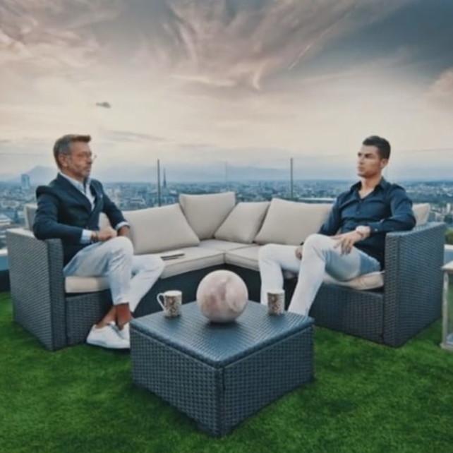 Cristiano Ronaldo mostra la sua villa con vista su Torino
