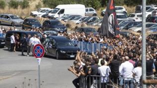 Funerale Diabolik, i tifosi della Lazio dicono addio all'ex capo ultrà
