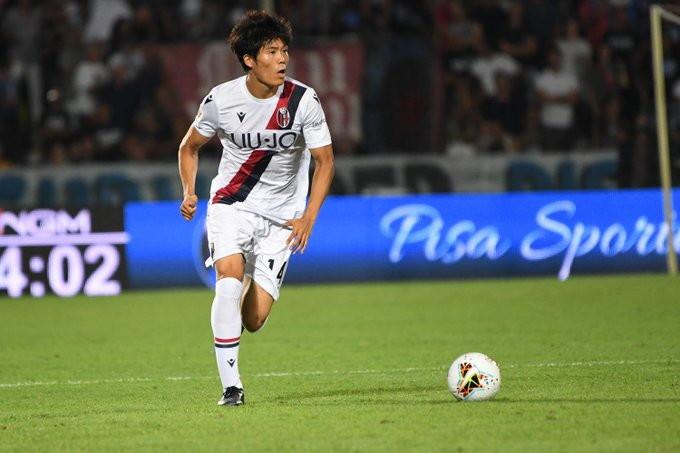 Takehiro Tomiyasu, terzino destro giapponese del Bologna arrivato dal Sint-Truiden: contende il posto a Mbaye