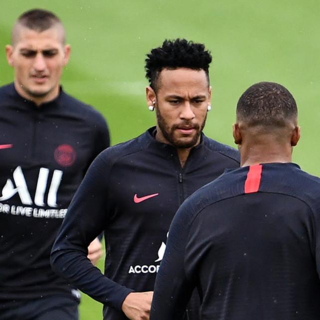 """Dalla Francia: """"Il Psg dice no a una maxi-offerta del Real per Neymar"""". Ma i blancos insistono: un emissario del club in Francia"""