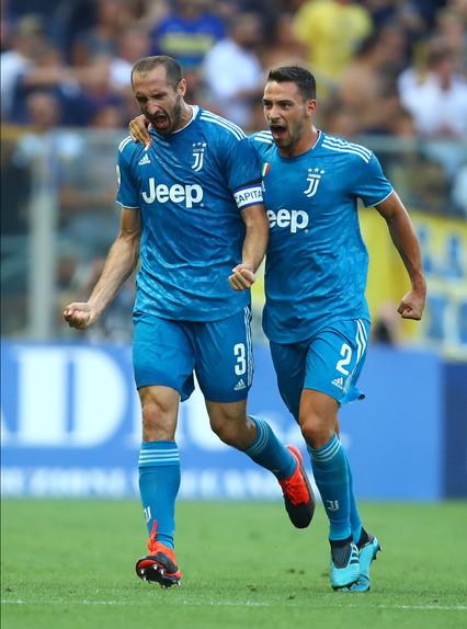 Nel primo match della Serie A 2019/2020, la Juventus vince in casa del Parma e conquista subito tre punti per il campionato. Al Tardini, i bianconeri ...