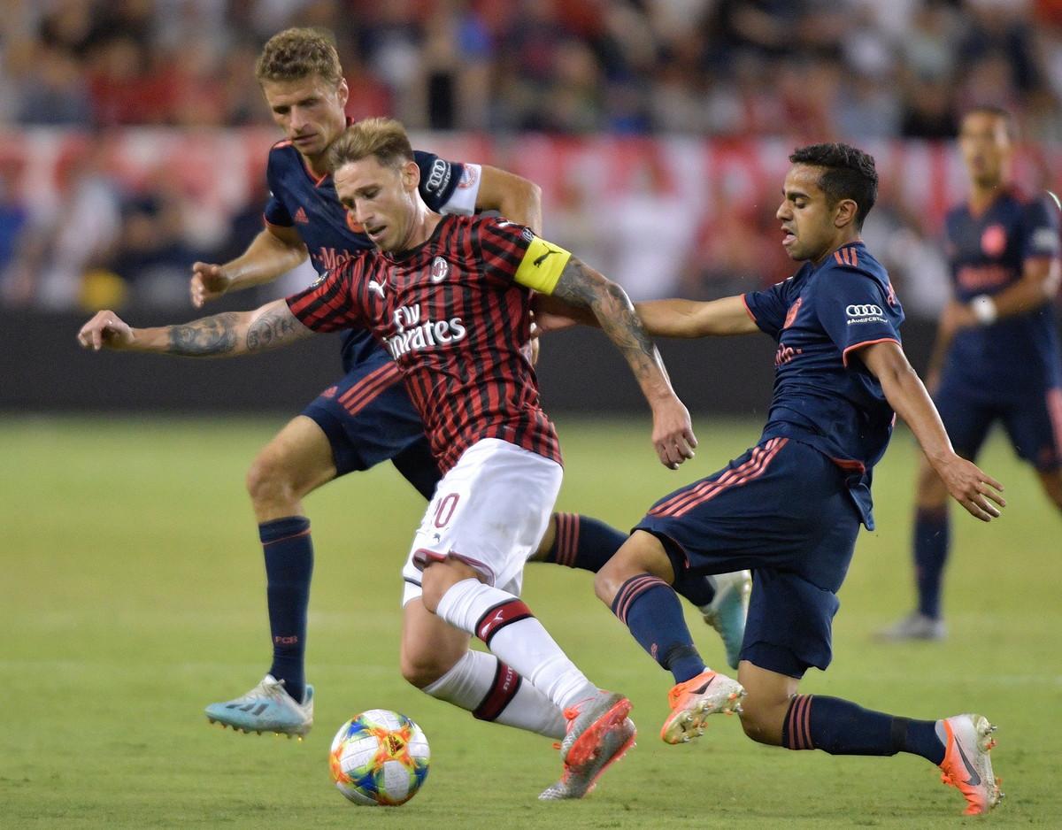 Lucas Biglia, centrocampista del Milan: problema agli adduttori, rientro incerto