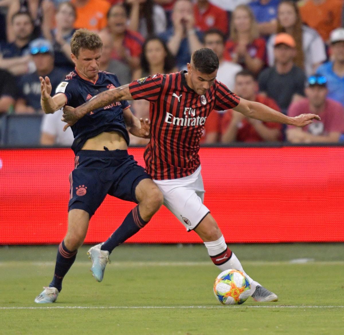 Theo Hernandez, difensore del Milan: infortunio alla caviglia, rientro a metà settembre