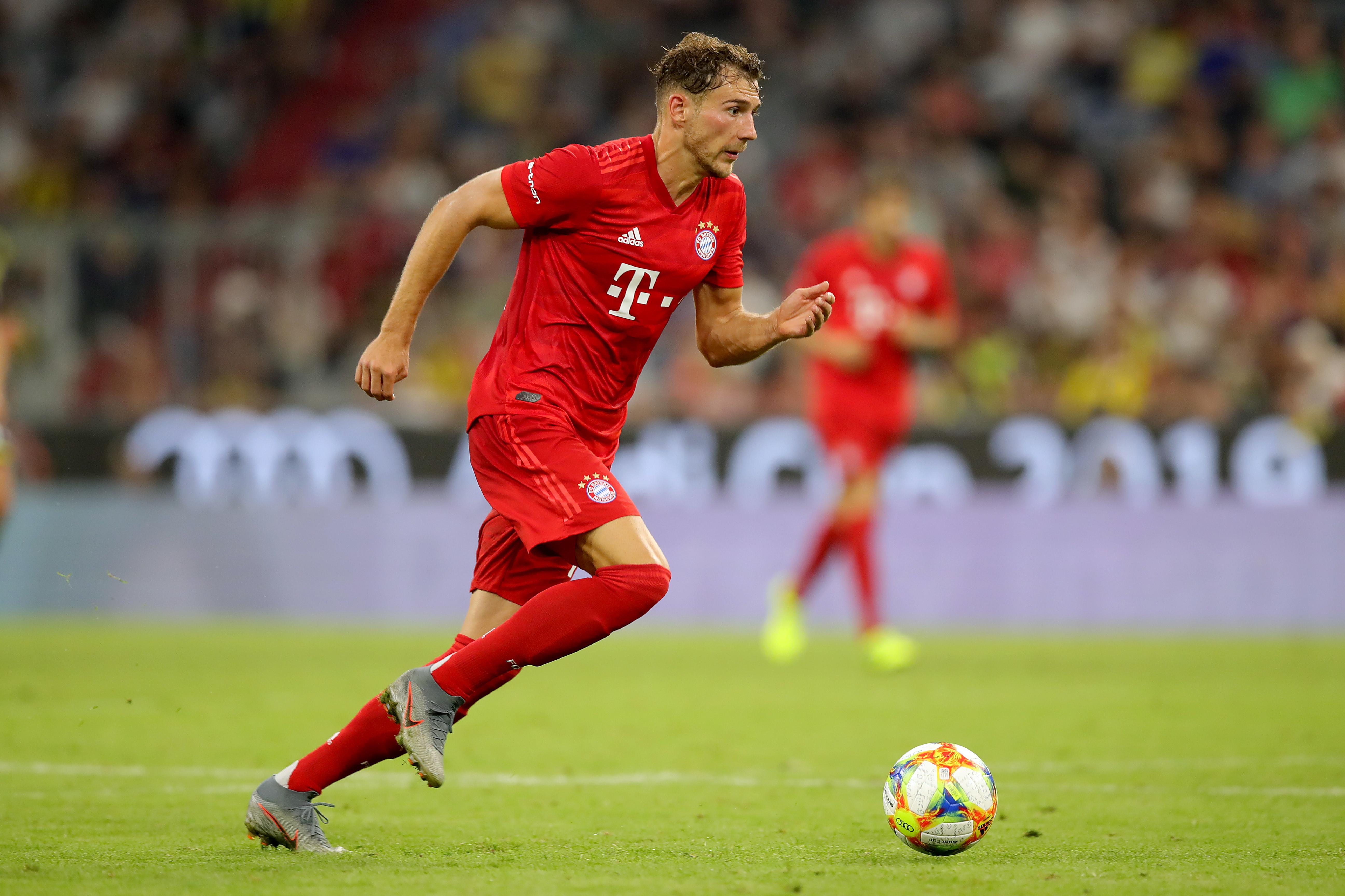 Leon Goretzka, centrocampista del Bayern: infortunio alla coscia, rientro a fine agosto