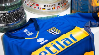 Parma, la seconda maglia ricorda le tre coppe in 100 giorni