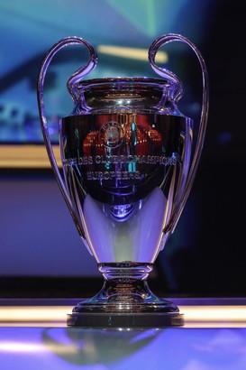 Il Forum Grimaldi ospita i sorteggi dei gironi di Champions League: tanti calciatori ed ex calciatori calcano il red carpeta Montecarlo.