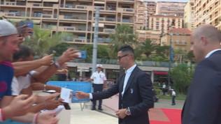 """Cristiano Ronaldo""""come una star: selfie e autografi"""