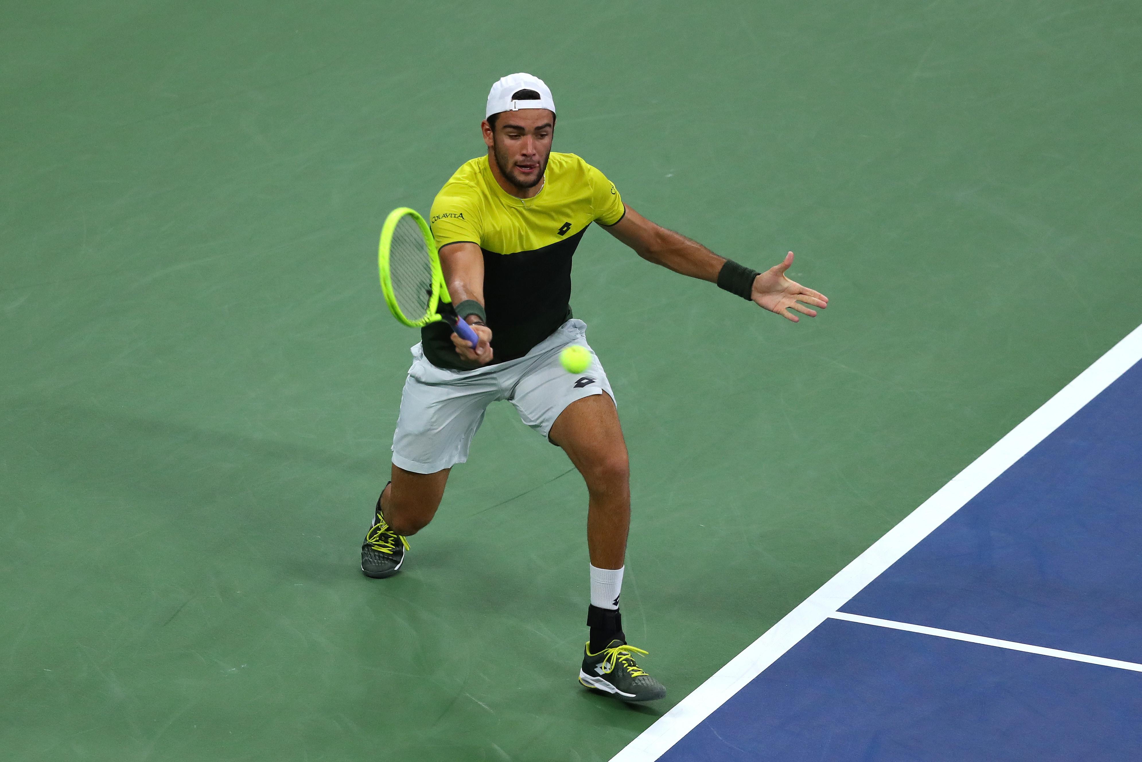 Matteo Berrettini schianta in tre set il russoAndrey Rublev(6-1, 6-4, 7-6) vola ai quarti di finale degli US Open e scrive una nuova pagin...
