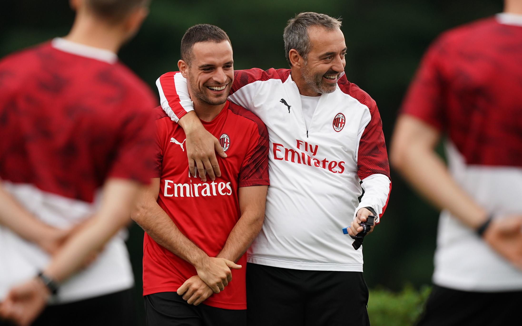 I rossoneri, privi dei 15 nazionali, hanno lavorato agli ordini di mister Giampaolo. Theo Hernandez rientra in gruppo giovedì