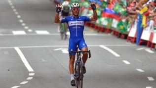 Ciclismo, Vuelta: trionfo di Gilbert a Bilbao, Roglic sempre in maglia rossa