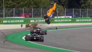 Formula 3, GP Monza: incidente spaventoso per Peroni, l'auto decolla, lui esce illeso