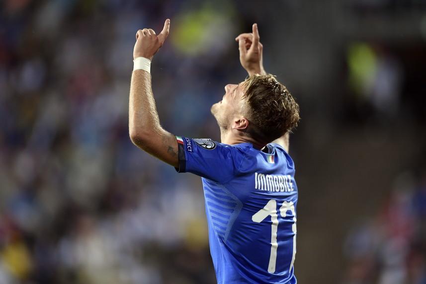 Nella sesta giornata di qualificazione a Euro 2020, l&#39;Italia batte 2-1 la Finlandia e rimane saldamente in vetta al gruppo J a punteggio pieno: ora per la matematica certezza di approdare alla fase finale mancano solo 4 punti nelle prossime 4 gare, una formalit&agrave;. A Tampere azzurri avanti al 59&#39; con un colpo di testa di Immobile, che non segnava in azzurro da 2 anni. Pukki trova il pari su rigore (72&#39;) e sempre dal dischetto Jorginho regala i tre punti a Mancini (79&#39;).<br /><br />