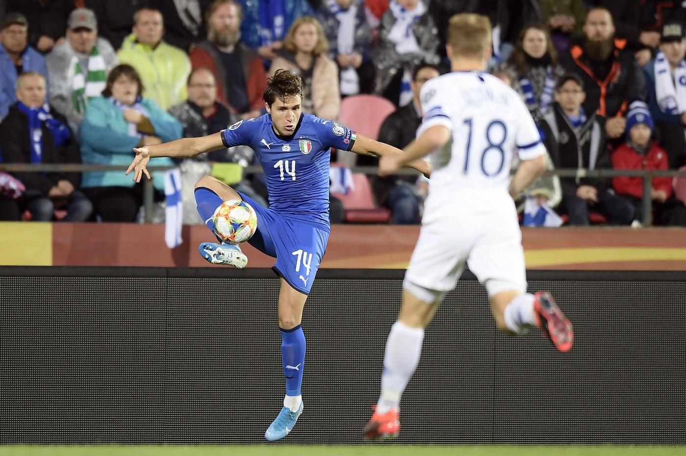 Gli azzurri vincono 2-1 grazie alle reti di Immobile e Jorginho. Inutile il momentaneo pareggio dei finlandesi con Pukki. Gli azzurri ipotecano ...