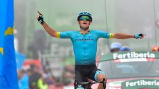 Ciclismo, Vuelta: Fuglsang trionfa nella nebbia, Roglic guadagna su Valverde