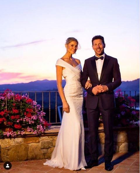 Diego Simeone, allenatore dell&#39;Atletico Madrid, e Carla Pereyra, 32enne modella argentina, si sono uniti in matrimonio in Toscana lo scorso sabato. La coppia, molto affiatata, sta insieme dal 2014.<br /><br />