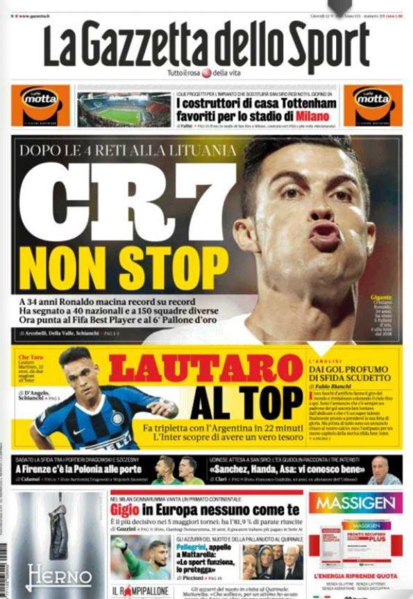 Le prime pagine dei quotidiani sportivi italiani e stranieri