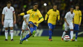 Ronaldinho, quasi un milione e mezzo di euro per riavere il passaporto