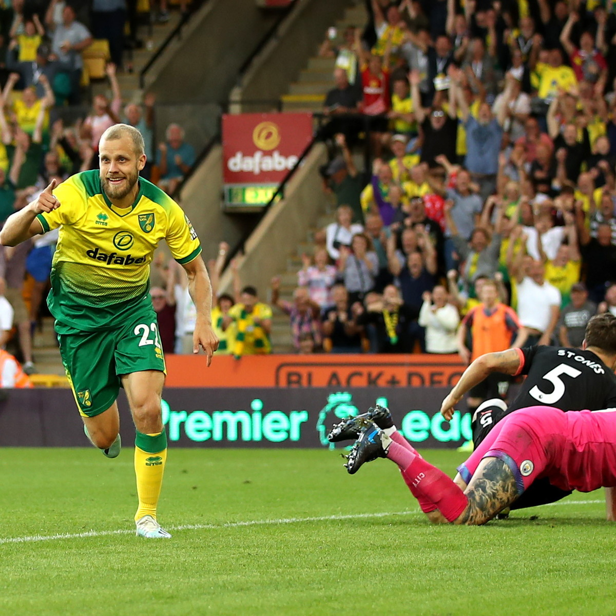 Premier League: vola il Liverpool, il City perde a Norwich e crolla a -5. Ok Chelsea, Tottenham e United