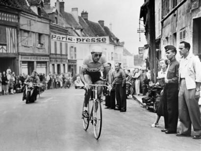 Un uomo solo al comando. Da 100 anni. Ricorre domenica 15 settembre il centenario della nascita di Fausto Coppi, mito intramontabile di un ciclismo d&...