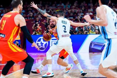 La Spagna in estasi, la nazionale di Sergio Scarioloè sul tetto del mondo. Nella finale del mondiale di basket tra le Furie Rosse e l'...
