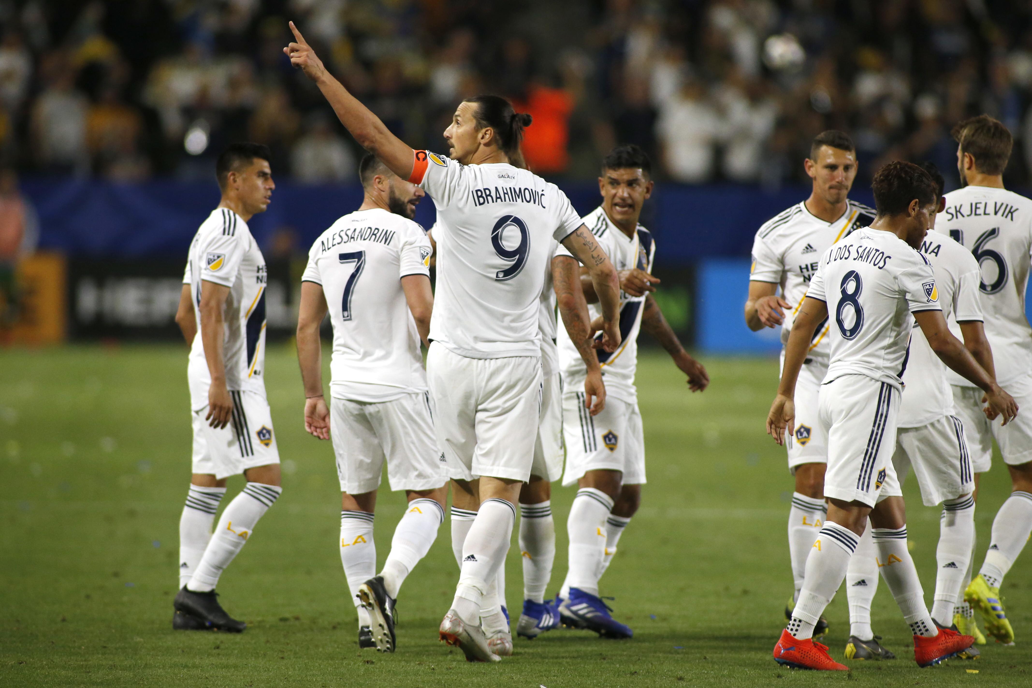 La leggenda diZlatan Ibrahimoviccontinua a incantare il mondo del calcio. Con la tripletta alloSporting Kansas City,l'atta...