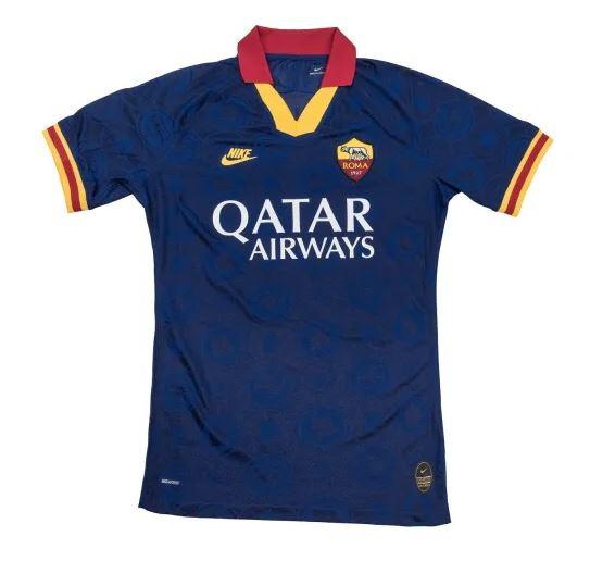 Roma, la terza maglia richiama gli anni '90   Foto - Sportmediaset
