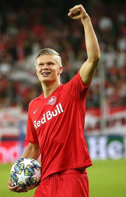 E' Erling Braut Haaland il grande protagonista del martedì sera di Champions. Con tre reti, il 19enne norvegese ha trascinato il Salisburgo...
