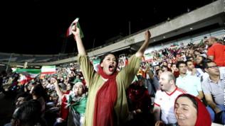 Iran, rivoluzione storica: sì alle donne allo stadio, ma solo per la Nazionale
