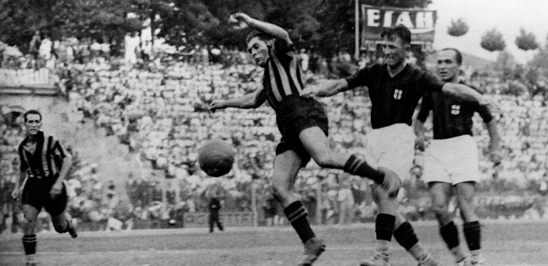 GIUSEPPE MEAZZA - ha indossato la maglia dell'Inter dal 1927 al 1940 e nella stagione 1946/47. Nei derby ha sempre lasciato la sua firma, segnando al Milan ben 12 gol