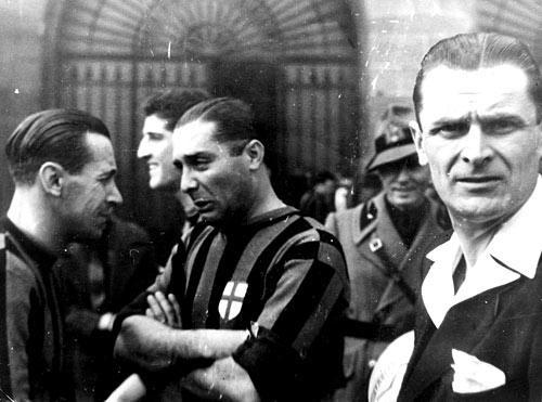 Tra il 1940 e il 1942 Meazza è passato al Milan: segna nel derby il 9 febbraio 1941