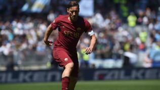Roma, Totti torna a giocare (nel calcio a 8) con tanti ex compagni
