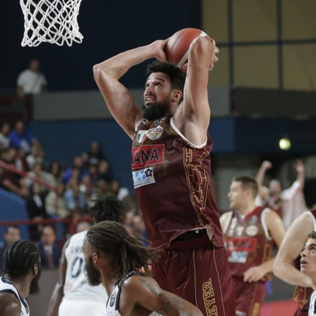 Basket, Supercoppa: la finale sarà Venezia-Sassari, Cremona e Brindisi k.o.
