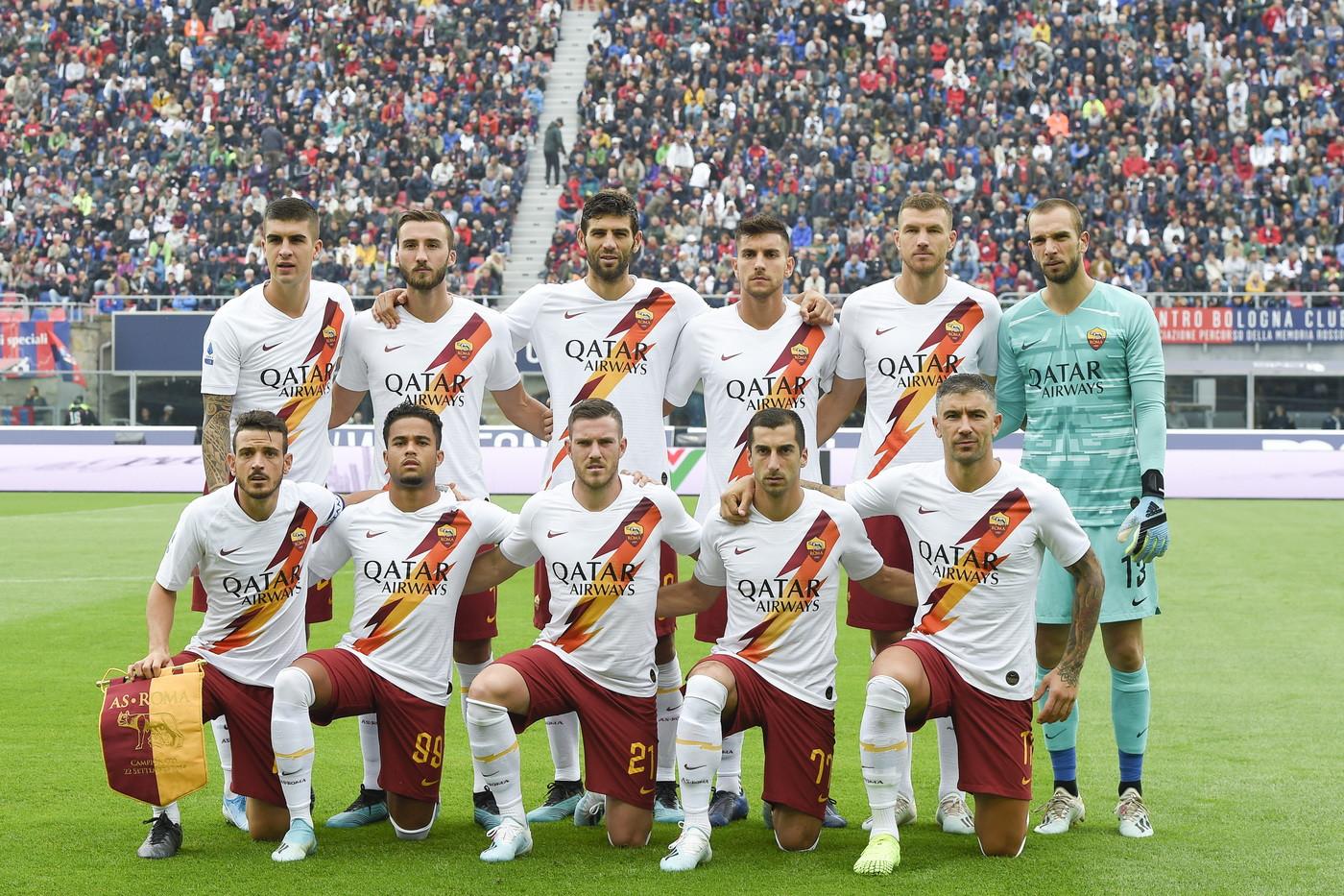 Un gol di Dzeko all'ultimo respiro regala alla Roma la terza vittoria consecutiva in una settimana. La squadra di Fonseca espugna Bologna con un c...