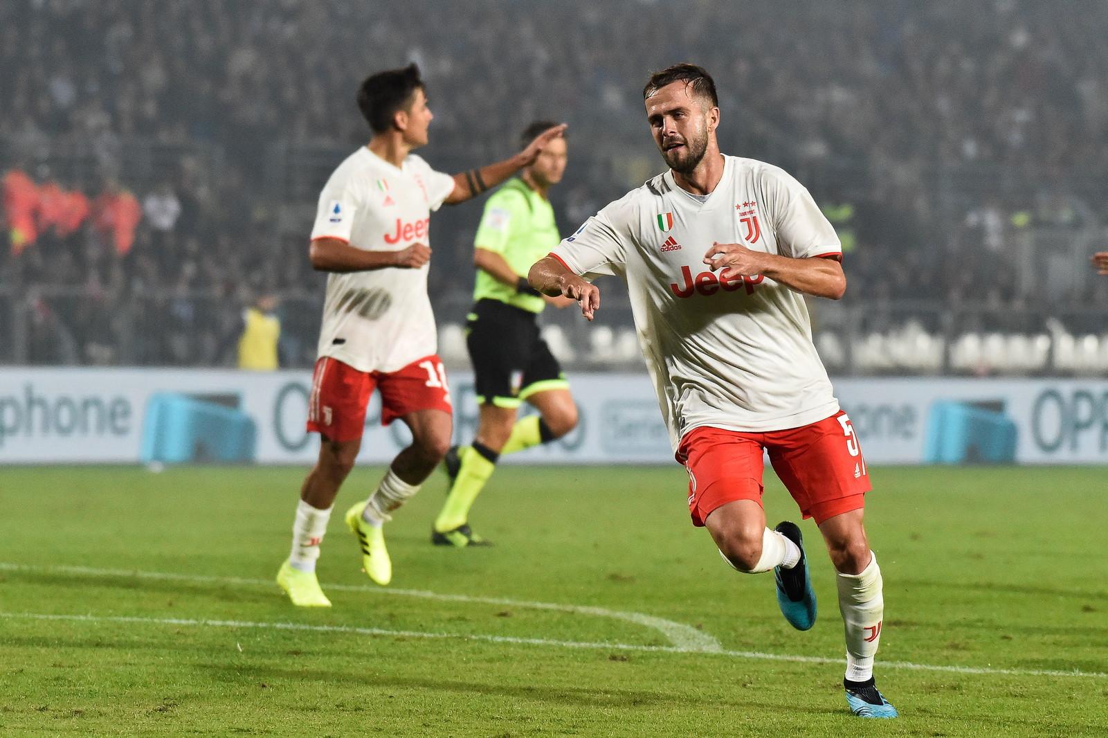 Nel secondo anticipo della quinta giornata di campionato, la Juventus vince in rimonta in casa del Brescia e sale momentaneamente in vetta alla classi...