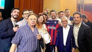 Maglia del Crotone con scritto 'Lega' a Salvini, il club non ci sta