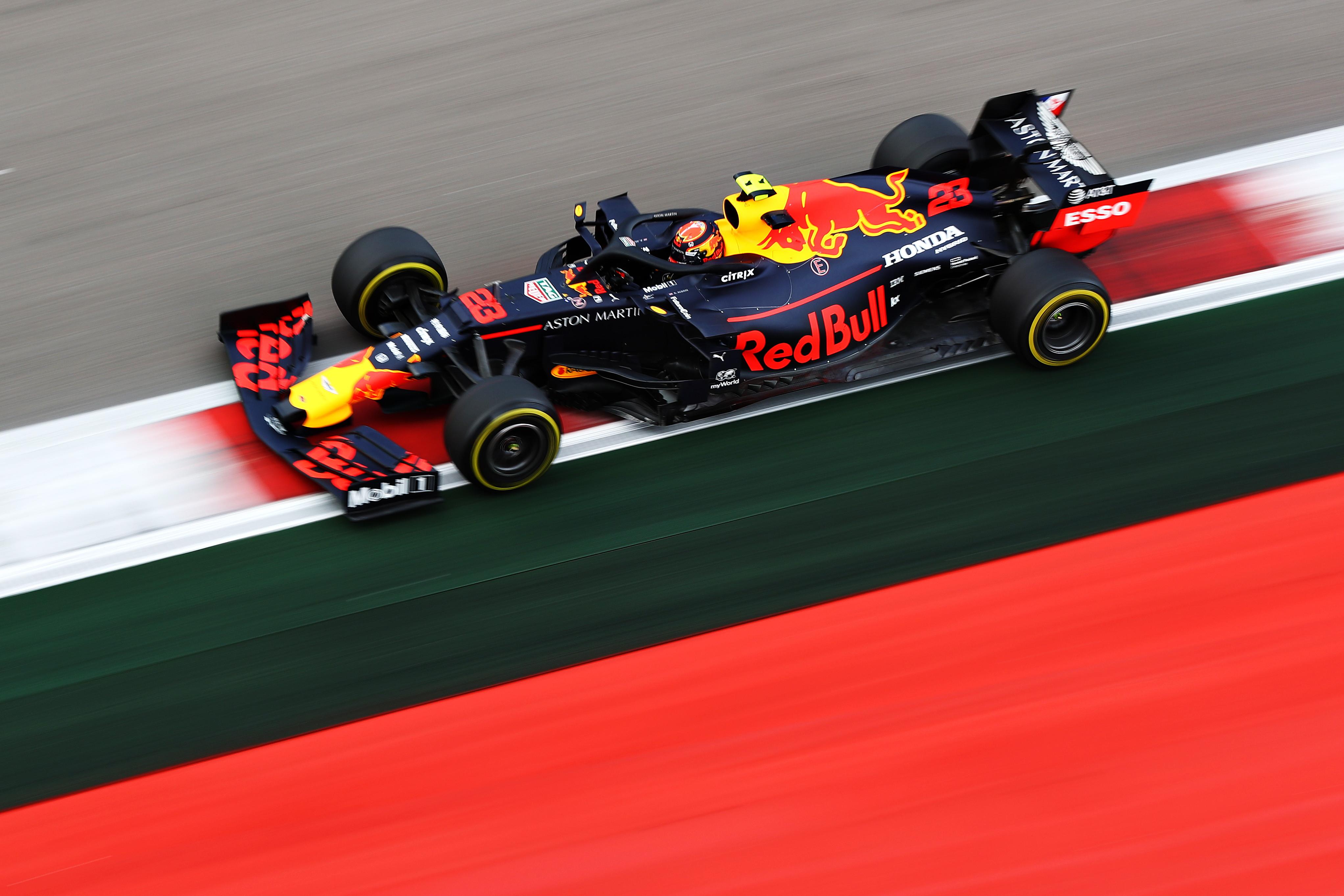Quarta pole di fila per il monegasco a Sochi, a un pilota Ferrari non accadeva dai tempi di Schumacher