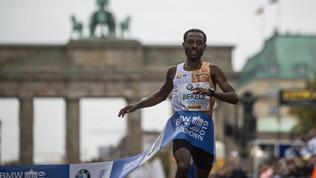 Maratona, a Berlino Bekelenon firma per soli 2 secondi il nuovo record del mondo