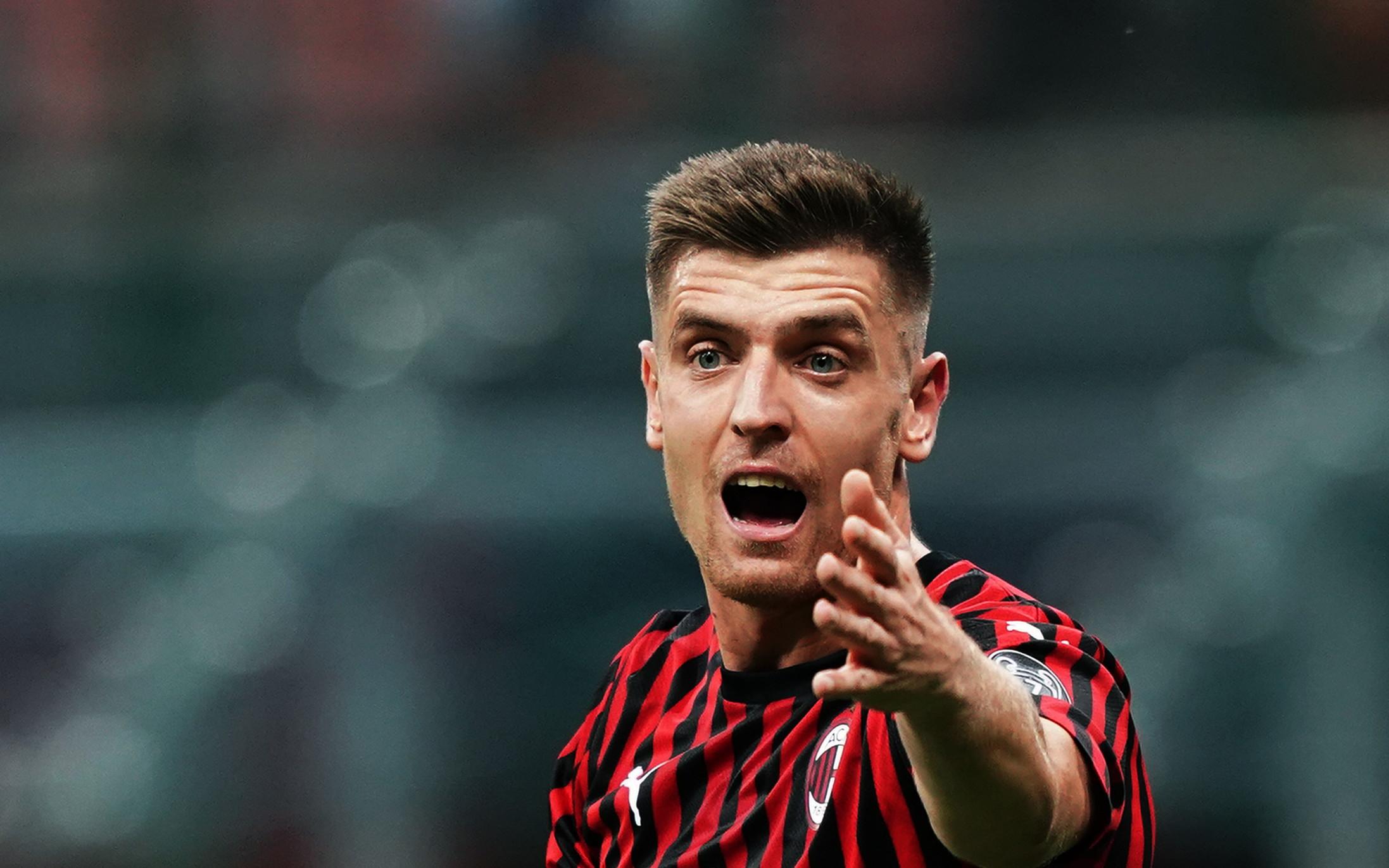 Sconfitta pesante per il Milan, che crolla in casa contro la Fiorentina nel posticipo domenicale della sesta giornata. A San Siro finisce 3-1 per la s...