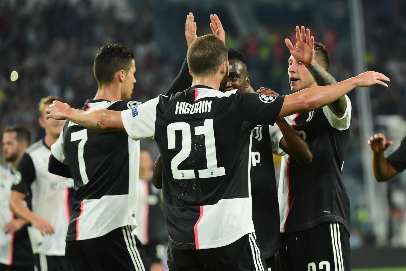 Nella seconda giornata di Champions League, la Juventus batte 3-0 il Bayer Leverkusen e vola in testa al gruppo D a pari merito con l'Atletico Mad...
