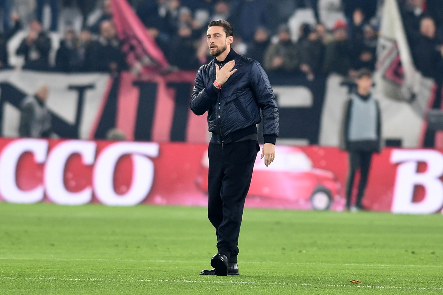 Claudio Marchisio ha deciso di appendere gli scarpini al chiodo all'età di 33 anni. Dopoaver indossato per vent'anni la maglia bi...