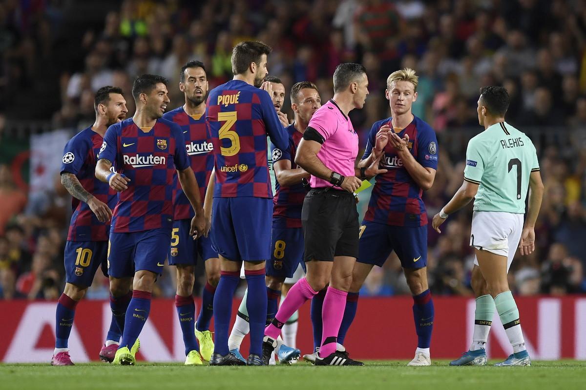 Le immagini più belle della supersfida del Camp Nou valida per la seconda giornata di Champions League