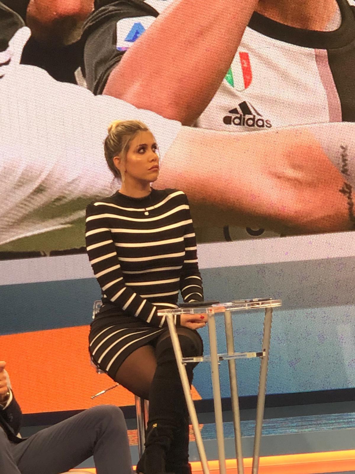 Accompagnatore d'eccezione per Wanda Nara nella puntata di Tiki Taka dopo Inter-Juventus: Mauro Icardi! L'attaccante argentino del Psg (ma anc...