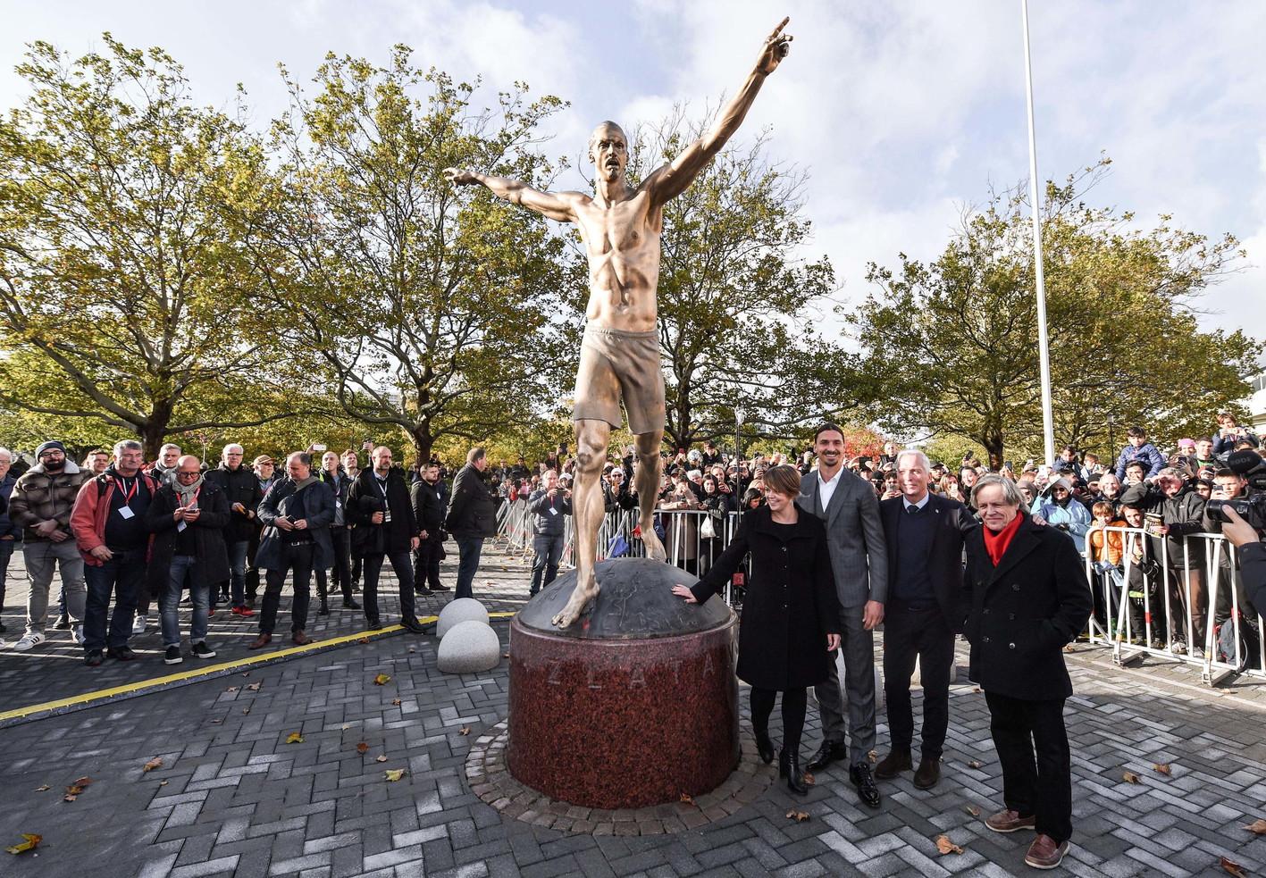 Il campioneraffigurato davanti allo stadio della città svedese, sua prima squadra professionistica. Il monumento è alto 3 metri. &...