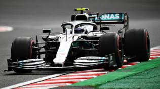 F1 Giappone, le Mercedes dominano le libere