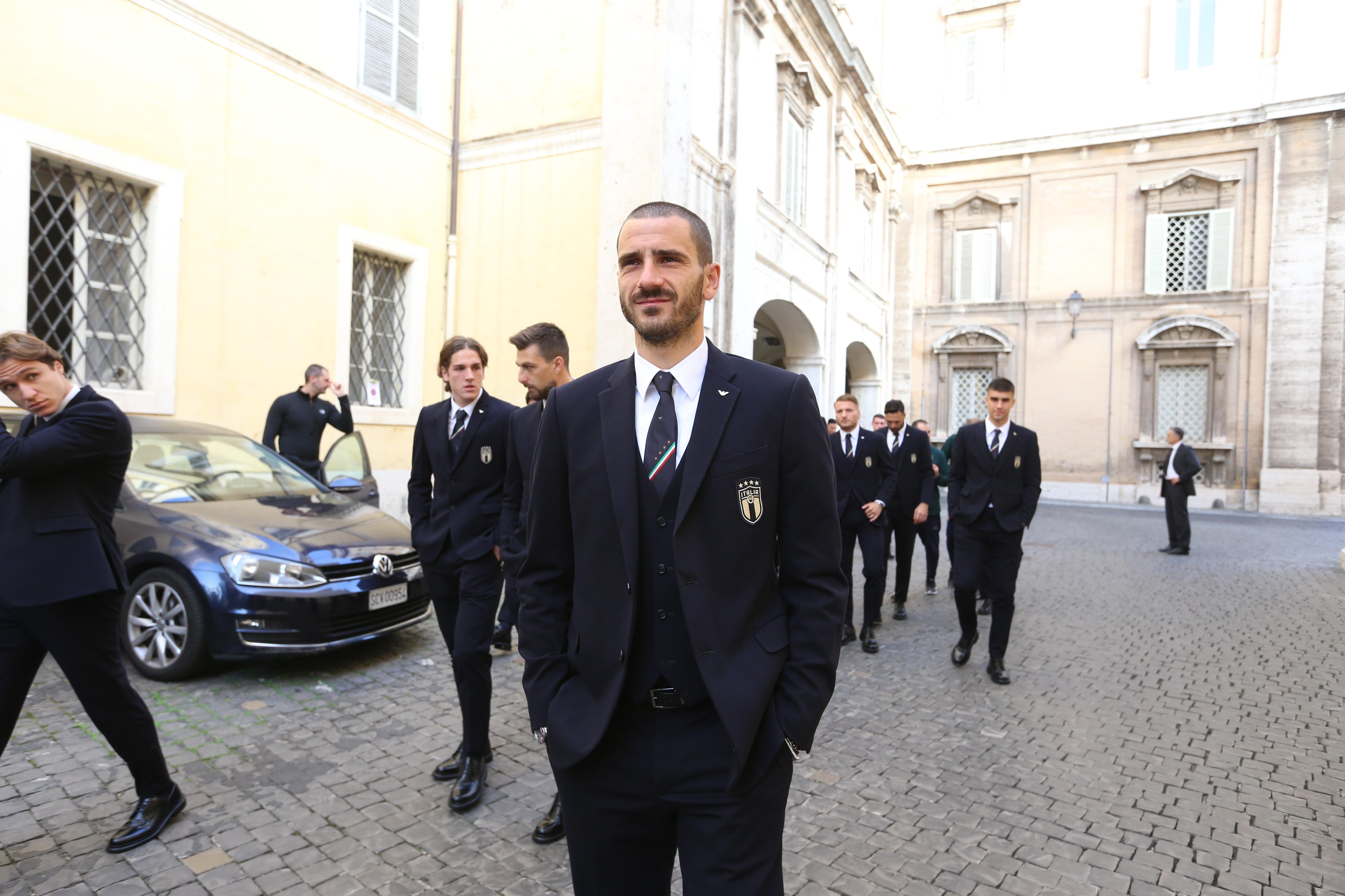 Guidati dal presidente federale Gabriele Gravina e dal ct Roberto Mancini, i giocatori e lo staff sono rimasti in Vaticano per una quarantina di minut...