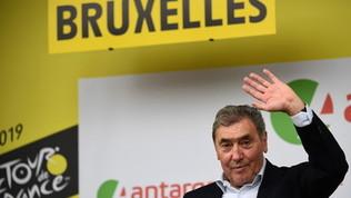 Ciclismo, Eddy Merckx in ospedale dopo una caduta in bici: forte trauma cranico