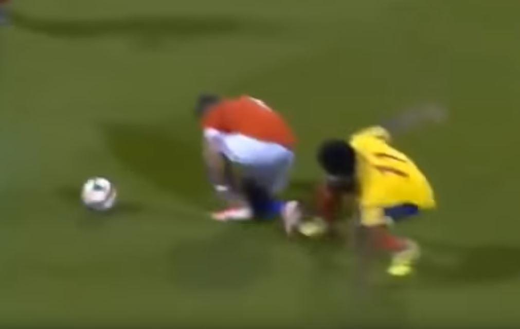 Sui social è scoppiatauna vera e propria bufera. Il motivo? L'infortunio di  Alexis Sanchez  durante l'amichevole tra Cile e Colo...