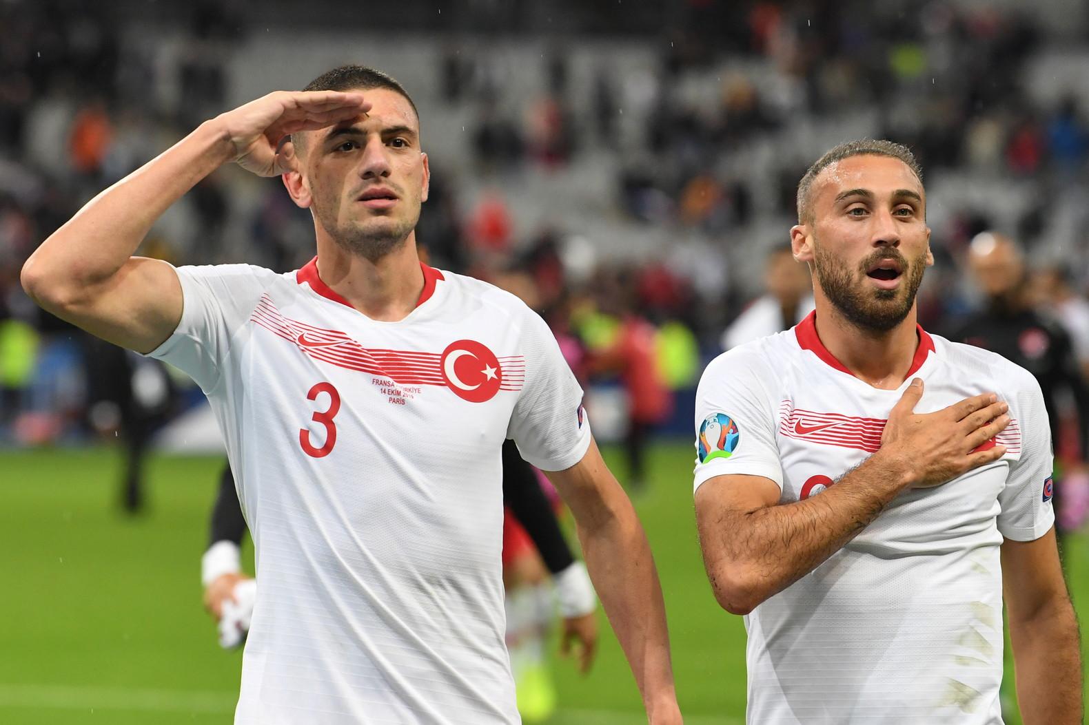 I giocatori della Nazionale di calcio l'hanno fatto anche a Parigi per appoggiare Erdogan.