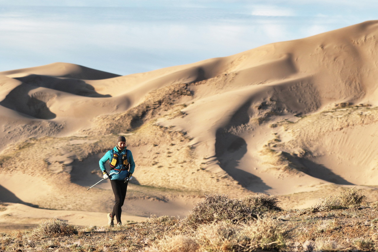 """L'ultrarunner ligure ha portato a termine con successo nel deserto del Gobi la sua ultima impresa """"estrema""""."""